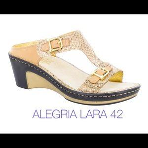 ALEGRIA Slides Lara Posh Gold Snake T Strap 42